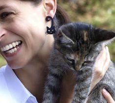 Schon die kleinste Katze ist ein Meisterwerk. Leonardo da Vinci. Ich liebe Katzen und zeige es mit meinen Katzenohrringen Cats, Animals, Cat Ring, I Love Cats, Animal Themes, Ear Piercings, Animales, Schmuck, Nice Asses