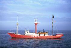 """Feuerschiff """"Norderney I"""" auf Station """"Weser"""" in der Außenweser, in Dienst 1906-1981, Blick von vorne und Seite. Aufnahme aus dem Jahr 1974."""