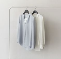 I like the soft drape and V-collar of these blouses. Death by Elocution Cool Style, My Style, Other Outfits, Urban Chic, Minimal Design, Minimal Fashion, Get Dressed, Work Wear, Nice Dresses