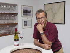 """Mazzon liegt oberhalb von Neumarkt im Südtiroler Unterland. Der kleine Weiler ist seit jeher als """"Blauburgunder-Himmel"""" bekannt, beheimatet er doch Südtirols beste Lage für diese anspruchsvolle Rotweinsorte.   Die erhöhte, der Nachmittagssonne zugewandte Lage bietet Voraussetzungen, die einen Wein heranreifen lassen, der zu den besten Südtirols zählt (Auszeichnung zum besten Blauburgunder Italiens 2011 und 2012 mit den Jahrgängen 2008 bzw. 2009). Types Of Red Wine, Heavens"""