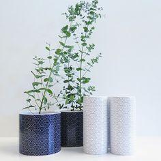 Kruka & vas från Habitats SS15 kollektion, inspirerade av det traditionella japanska mönstret Seigaiha. Finns både i Skrapan & i Täby C. FLO kruka, 149kr. FLO vas, 119kr. #habitatsverige