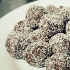 Recipe Christmas Pudding Bliss Balls by mummaduck, learn to make this recipe easily in your kitchen machine and discover other Thermomix recipes in Desserts & sweets. Chocolate Protein Powder, Vanilla Protein Powder, Raw Food Recipes, New Recipes, Cheap Protein, Romanian Desserts, Romanian Recipes, Romanian Food, Cocoa Cookies