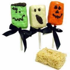 halloween snack with rice krispies treats and candy melts. These are so easy yo make :)