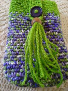 Porta celular, crochet, madera.