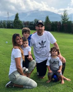 Messi with our beautiful family Team Messi, Messi Goals, Lional Messi, Cristiano Ronaldo, Lionel Messi Biography, Fc Barcalona, Lionel Messi Family, Cr7 Junior, Ta Tas
