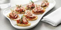 Grønlandske skalrejer på sprød tapas-toast med marinerede peberfrugter