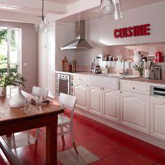 Petite cuisine quip e avec l 39 vier sous la fen tre for Agencement cuisine castorama