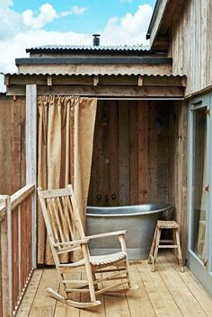 Privacy If You Want It - Outdoor Bathtubs We Wouldn't Be Able To Get Out Of - Photos