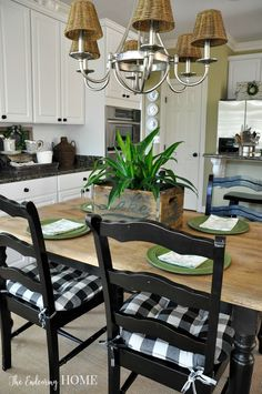 Farmhouse style kitchen table makeover brown and black decor Farmhouse Chairs, Country Kitchen Farmhouse, Rustic Kitchen, Farmhouse Ideas, Modern Farmhouse, Bar Kitchen, Country Kitchens, Green Kitchen, Farmhouse Kitchens