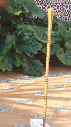 Nº 94. En madera de roble, cuadrado-abujado con adornos de agallones salomonicos. Coleccion  rcuetosevilla@gmail.com   Málaga
