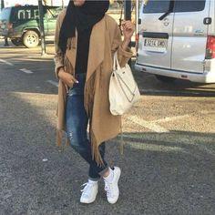 fringe coat hijab look- Modern hijab street styles http://www.justtrendygirls.com/modern-hijab-street-styles/