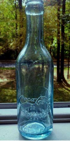 Old Glass Bottles, Antique Bottles, Soda Bottles, Bottles And Jars, Coca Cola Ad, Coca Cola Bottles, Pepsi, Vintage Bottles, Vintage Glassware