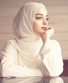 Gadis Cantik Hijaber Si Pipi Tembem - Her Crochet Source by dress hijab Beautiful Muslim Women, Beautiful Girl Image, Beautiful Hijab, Hijabi Girl, Girl Hijab, Arab Girls, Muslim Girls, Hijab Dress, Hijab Outfit