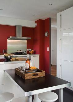 Un mur de cuisine marqué au fer rouge