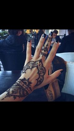 -s3xy- I really like how this looks, I've thought of these.. henna inspired tattoos, they are very cool. :) beautiful. Lovely.-