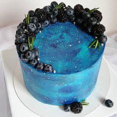 103 отметок «Нравится», 3 комментариев — Торты • Капкейки • Зефир📍МСК (@melman_cake) в Instagram: «С наступлением лета так и хочется завалить все тортики ягодами 🍒🍓 ⠀ А ещё на втором фото ➡️ разрез…» Birthday Cake, Desserts, Food, Birthday Cakes, Meal, Deserts, Essen, Hoods, Dessert