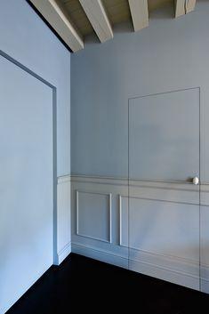 L'INVISIBLE / www.linvisible.it L'INVISIBILE to innowacyjny i opatentowany system drzwi, które przypominają ruchomą ścianę. System drzwi L'INVISIBILE zaprojektowany został tak, aby integrował się z architekturą całego domu. Wśród modeli znajdują się otwierane tradycyjnie, przesuwne (z kasetą schowaną w ścianie), a także obrotowe (z przesunięta osią...
