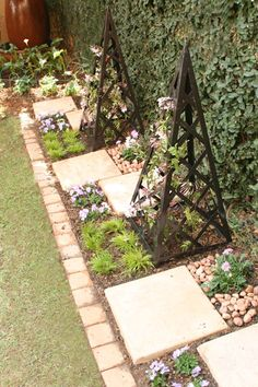 Transform a narrow bed Transform a narrow bed Amanda Maydeck amaydeck Garden Stuck with a boring narrow bed next to a driveway or boundary nbsp hellip wall design Gravel Walkway, Garden Pavers, Garden Path, Green Garden, Garden Bed, Walkways, Herb Garden, Landscaping With Rocks, Backyard Landscaping