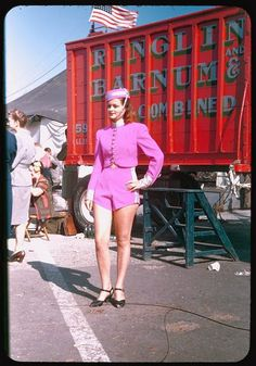 vintage everyday: Color Photos Show Everyday Life of the Ringling Brothers Barnum & Bailey Circus in Chicago in the 1940s
