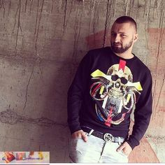 Majk Famous Singers, Albania, Famous People, Christmas Sweaters, Rapper, Graphic Sweatshirt, Stars, Sweatshirts, Fashion