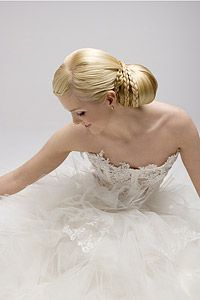 Perinteinen hääkampaus, mikä se on? Girls Dresses, Flower Girl Dresses, Summer Hairstyles, Hair Beauty, Wedding Dresses, Hair Styles, Sweet, Flowers, Ideas