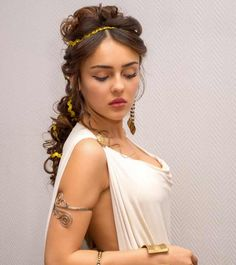Greek women are known for their toga dress, flowing gowns, pastel shades, flawless skin and beautiful hairdos. Given here are top 10 Greek Hairstyles that you can try Greek Goddess Hairstyles, Grecian Hairstyles, Latest Hairstyles, Hairstyles With Bangs, Cool Hairstyles, Greek Hairstyles, Greek Makeup, Greek Goddess Makeup, Greek Dress