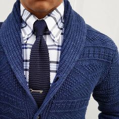 How to Wear a Navy Cardigan For Men looks & outfits) Suit Fashion, Sweater Fashion, Men Sweater, Mens Fashion, Fashion Outfits, Mens Cardigan Outfits, Casual Outfits, Modern Gentleman, Gentleman Style