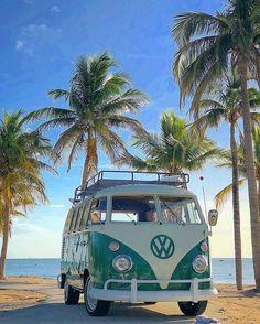 Volkswagen Bus, Volkswagen Beetles, Photo Wall Collage, Picture Wall, Wolkswagen Van, Vw Beach, Beach Cars, Images Murales, Beach Aesthetic
