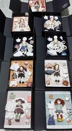 Недавно я познакомилась с замечательной девушкой-кукольницей Sun Joo Lee, которая живет и работает в Сеуле. Корейская художница создает миниатюрных фарфоровых кукол. Росточек которых всего 9,5 см. Вся одежда шьется мастером вручную и она вся съемная! Куклы имеют приличный гардероб, в котором умещаются платья, юбочки, кофточки, пальтишки, ботиночки,…