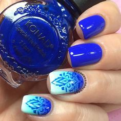 Stunning blue gradient mani with stamped accents. (by @sensatinails4u on IG)