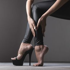 Varicose veins are a fact of life for many hairdressers. But there are ways to help prevent them! Fatigue mats are a great option. @modernsalon #healthyhairdresser #varicoseveins #wellness #salons