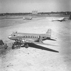 1950 :: Willingdon Aerodrome, New Delhi Passenger Aircraft, Amazing India, Unity In Diversity, India Culture, Ayurveda, Vintage Ads, Singapore, Bollywood, Photography