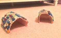 Use Popsicle sticks to make a house for your hermit crabs! Spread a thin line of hot glue across the edge of a Popsicle stick, then attach another Popsicle stick against the glued area at a slight ang Hermit Crab Crafts, Hermit Crab Homes, Hermit Crab Tank, Hermit Crabs, Hamster Habitat, Hamster Toys, Hamster Stuff, Hamsters, Rodents