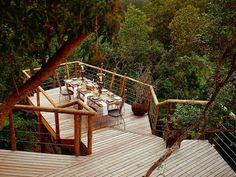 Hotéis sobre árvores com quartos de luxo, ar condicionado e piscina