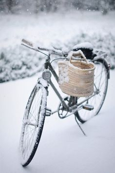 Bike on Snow and wicker basket _ Bici su Neve e cesto in vimini I Love Winter, Winter Day, Winter Is Coming, Winter Snow, Winter White, Winter Season, Winter Christmas, Winter Colors, Winter Schnee