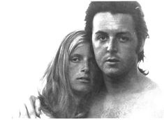 young true love that lasted - Paul McCartney - The Beatles & wife Linda (RIP Linda) Paul Mccartney Beatles, Paul And Linda Mccartney, Couple Romance, Romance And Love, Sir Paul, John Paul, Linda Eastman, The Fab Four, Young Love