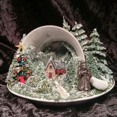 Diy for the Garden 50 Stunning Diy Tea Cup Fairy Garden Ideas - Page 35 of 50 Christmas Tea, Vintage Christmas, Cheap Christmas, Merry Christmas, Christmas Projects, Holiday Crafts, Floating Tea Cup, Tea Cup Art, Teacup Crafts