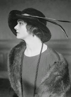 hat. VINTAGE PHOTOGRAPHY: Lydia Hoyr by E. O. Hoppé 1922
