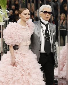 Karl Lagerfeld and Meryl Streep Fight Over Chanel Oscar Dress - Who Is Lying? Celebrity Scandal, Vanessa Paradis, Oscar Dresses, Meryl Streep, Karl Lagerfeld, Chanel, Victorian, Celebrities, Photography