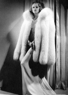 Jean Harlow, 1930s Love that fur coat <3 The fashion back then was fabulous, elegant....I love it