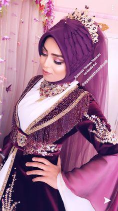 Muslim Wedding Dresses, Pakistani Bridal Dresses, Bridal Hair Updo, Bridal Makeup, Bridal Hijab Styles, Moda Emo, Short Models, Islamic Clothing, Mode Hijab