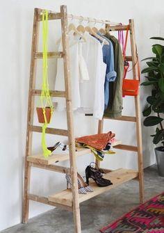 DIY déco pour faire un portant en bois avec des échelles Plus