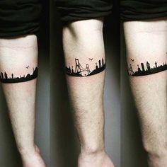 Selecção das tatuagens de bracelete mais lindas da Internet. Desenhos ao redor do redor do braço ou da perna que vão inspirar você. Ideias tanto para homens como para mulheres.