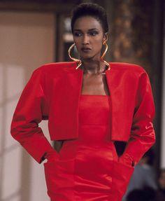 Boucles d'oreilles défilé Dior haute couture automne-hiver 1986-1987 robe rouge