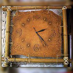 #историямастерской #часы #кожа #бамбук #тиснение #тонировки #leathercraft #embossedleather #genuineleather #clock #handmade #belyas #самаякожанаямастерская Leather Carving, Leather Art, Leather Design, Leather Tooling, Handmade Clocks, Handmade Bags, Pyrography Designs, Diy Clock, Wooden Clock