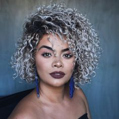 82 fantastic hairstyle tutorials for naturally curly hair - Hairstyles Trends Grey Curly Hair, Colored Curly Hair, Ash Blonde Hair, Short Curly Hair, Curly Hair Styles, Natural Hair Styles, Cabelo Ombre Hair, Curly Highlights, Biracial Hair