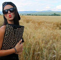 #blogger #fashionblogger #fashion #clutch #redlips #swag