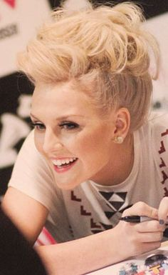 If I could be any person in the world, It would be her. PERRIE <3