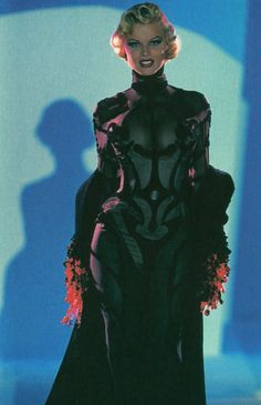 Eva Herzigova for Thierry Mugler Couture Fashion, 90s Fashion, Runway Fashion, High Fashion, Fashion Show, Fashion Looks, Vintage Fashion, Fashion Outfits, Fashion Design
