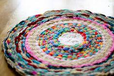 DIY tapis coloré en chutes de laines